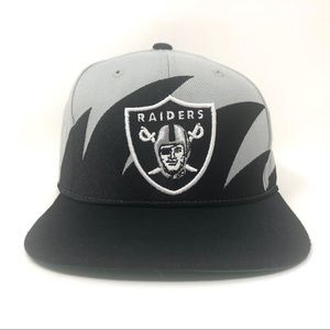 MITCHEL &  NESS Oakland Raiders NFL SnapBack OS